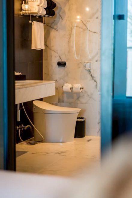 Hotel Kamala Beach bathroom